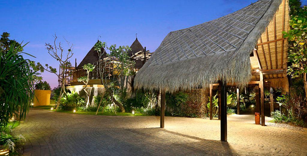 Su viaje comienza en el sur de Bali en el Hotel Waka Gangga
