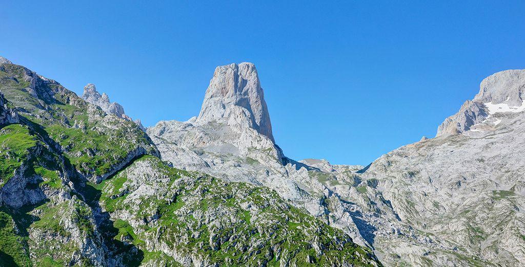 Los amantes de la montaña pueden disfrutar de Picos de Europa, donde se encuentra el Naranjo de Bulnes
