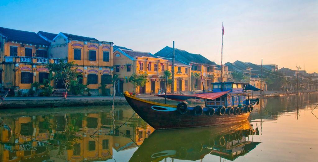 Una pequeña ciudad en la costa del mar