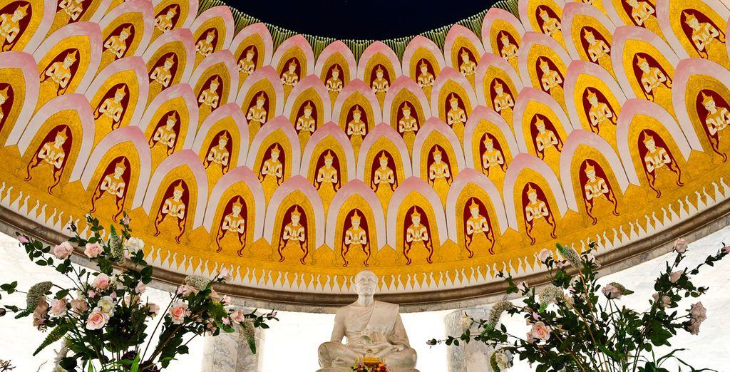 En Nakhon Pathom,  escultura de mármol por los discípulos santos budistas de Buda, que visitará uno de los días