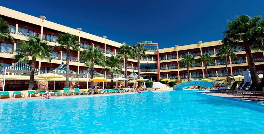 Hotel Baia Grande 4* te da la bienvenida