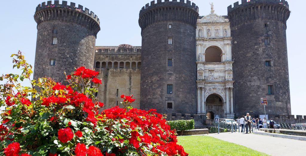 Visite el Maschio Angioino, el castillo más famoso de la ciudad italiana de Nápoles