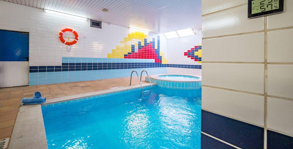 Y piscina interior climatizada