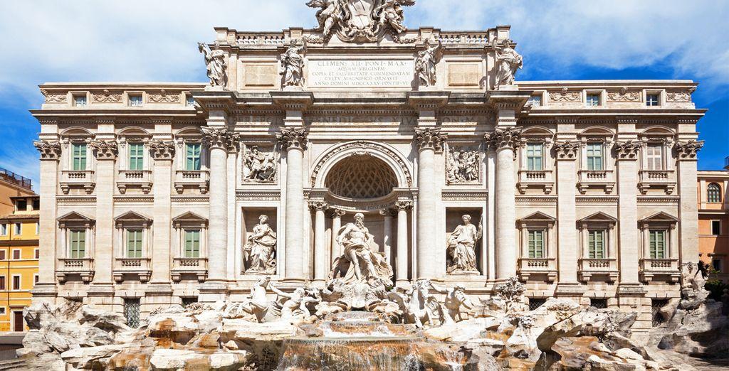 Tire una moneda para la suerte en la Fontana di Trevi