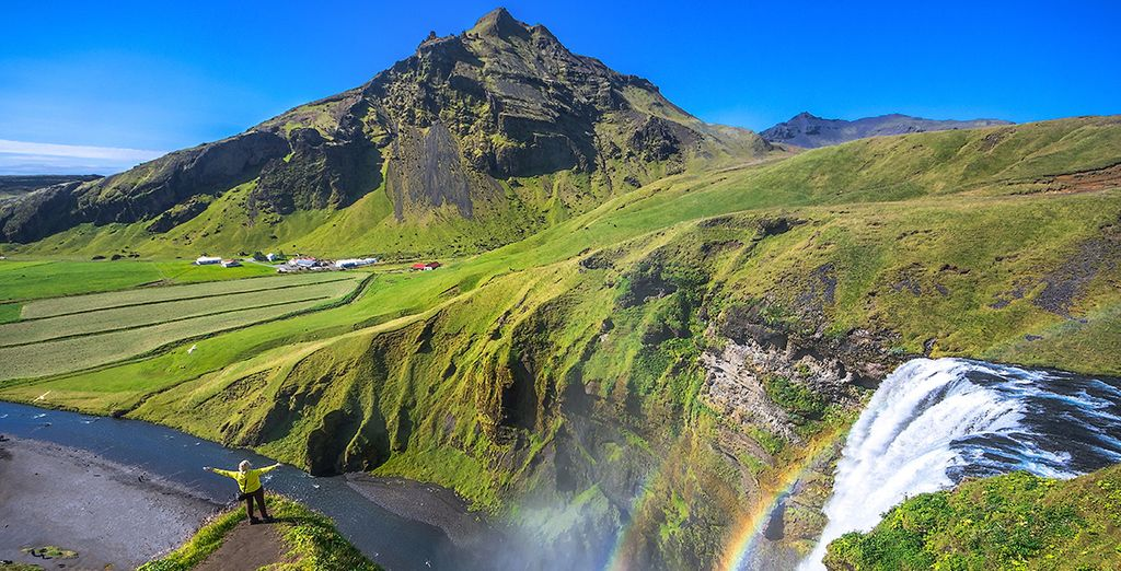 Skógafoss es una de las cascadas más famosas de Islandia