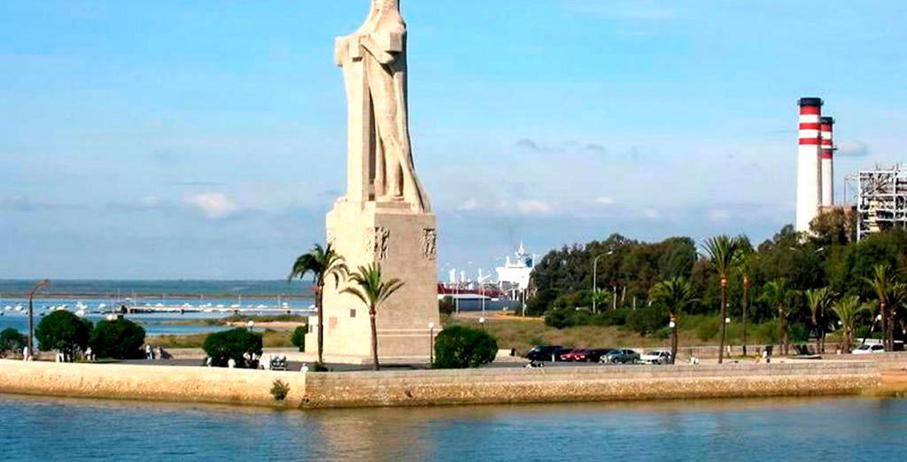 Aproveche para visitar el Monumento a la Fe Descubridora