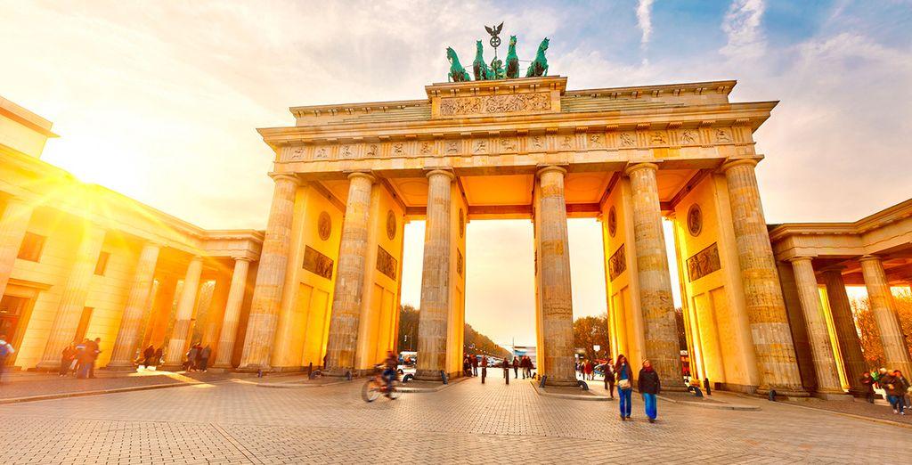 Venga a ver la Puerta de Brandeburgo, una de las antiguas puertas de entrada a la ciudad