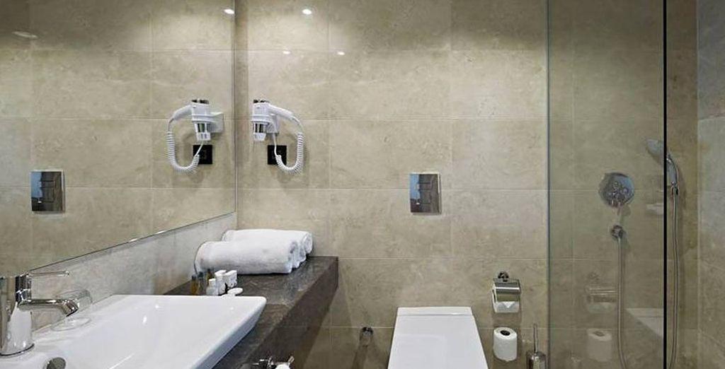 Con baño completo privado
