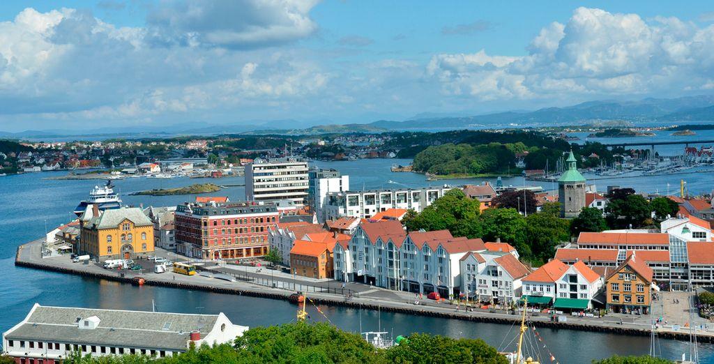 La capital del Rogaland de edificios blancos de madera