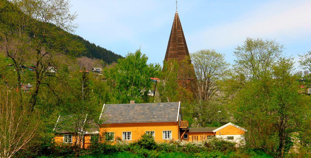 La iglesia de Vangskyrkja en el histórico pueblo de Voss