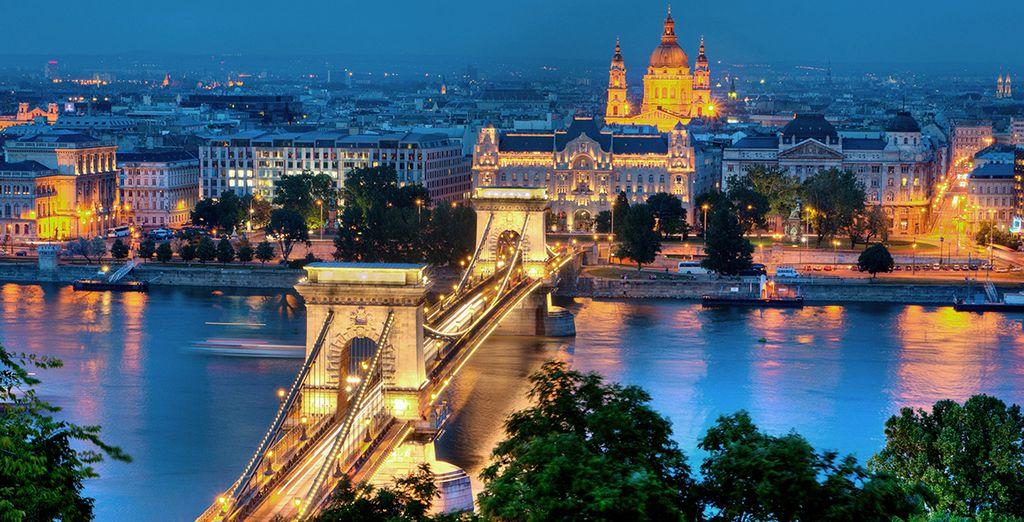 El Danubio, fuente de inspiración para numerosos artistas, separa con su inmensidad Buda y Pest