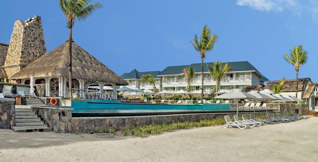 Disfrute de la piscina al aire libre del resort