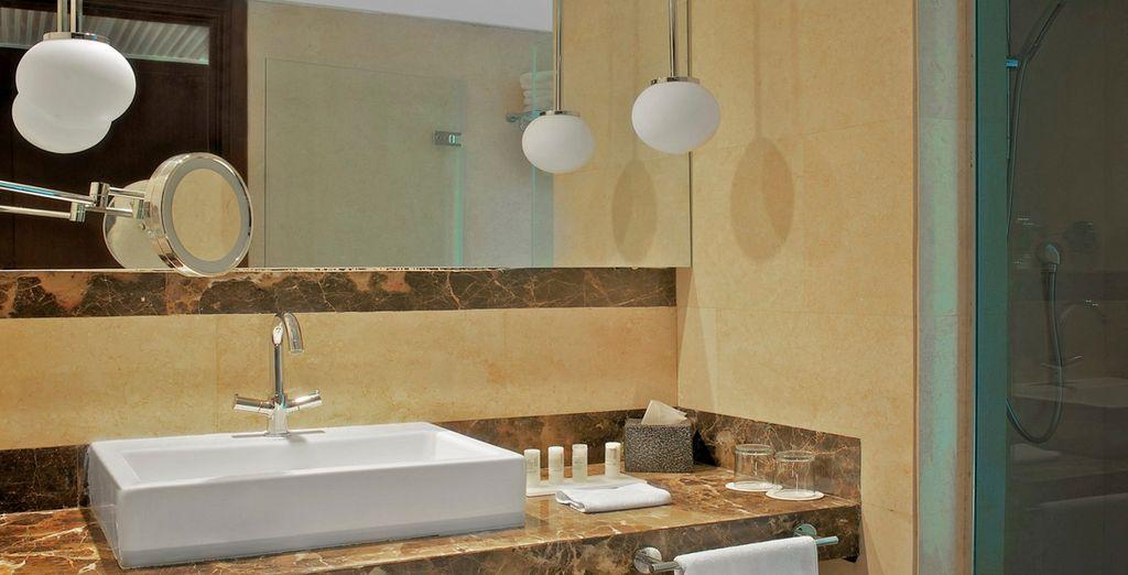 Las habitaciones cuentan con unos compeltos baños