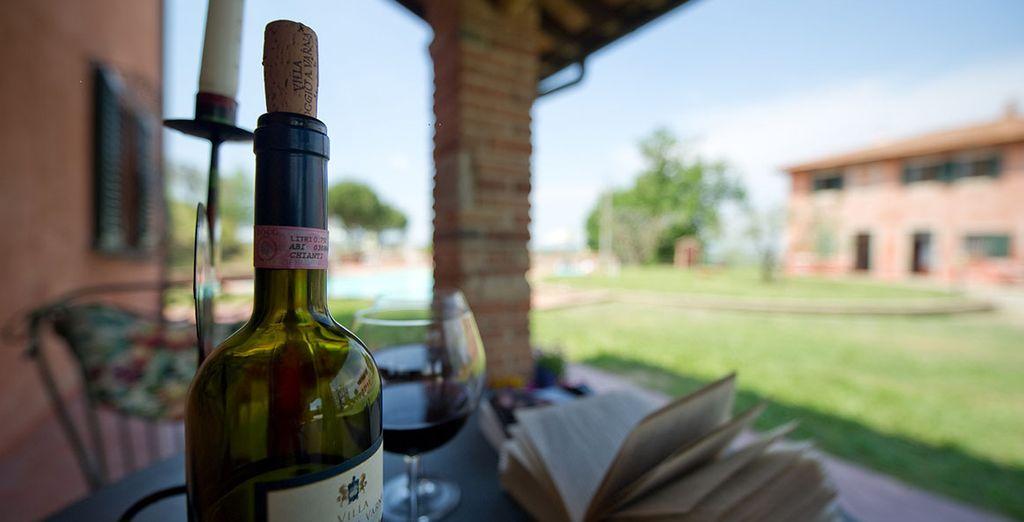 Disfrute de una botella de vino Chianti