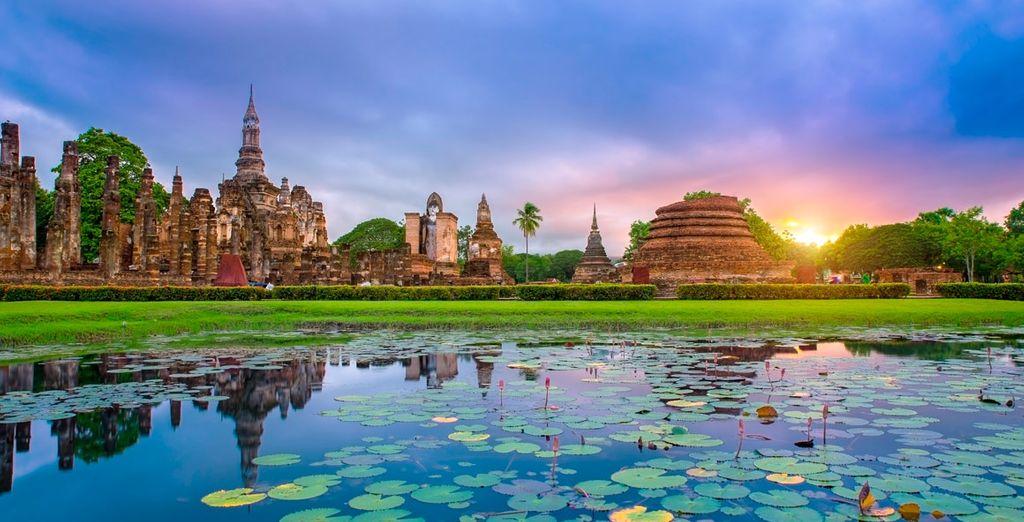 Aproveche para realizar excursiones por la zona o visitar Phuket