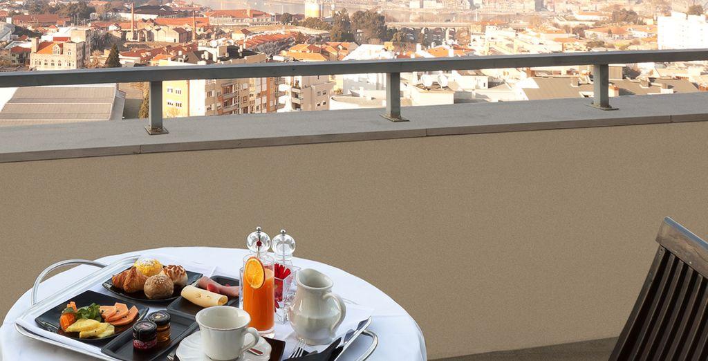 Disfrute del desayuno en la terraza de su habitación