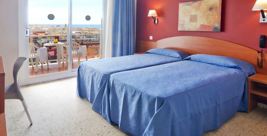 Descanse en su habitación, amplia y confortable