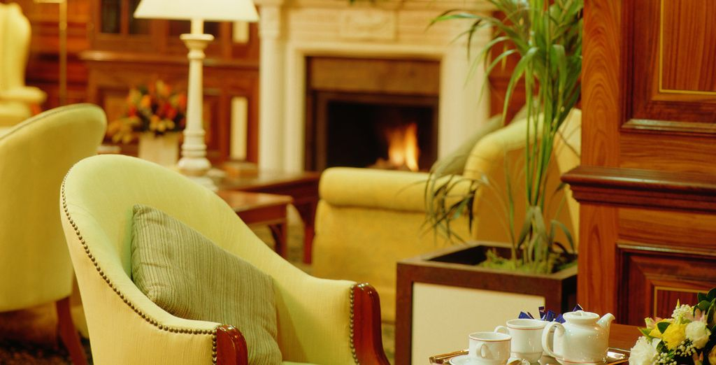 Tómese un delicioso café en el bar del hotel