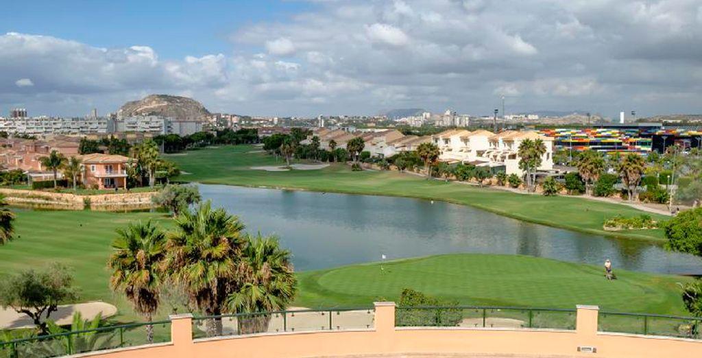Dentro del campo de golf Alicante Golf