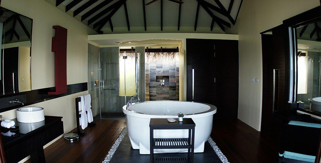 Baños modernos y amplios para su disfrute