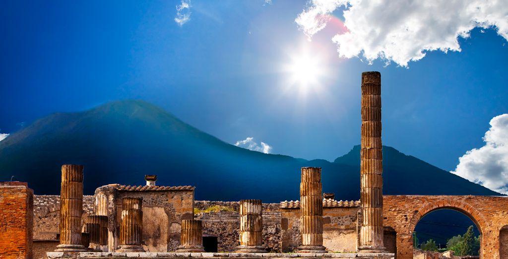 ... las ruinas de la ciudad de Pompeya, catapultada por el Vesubio...