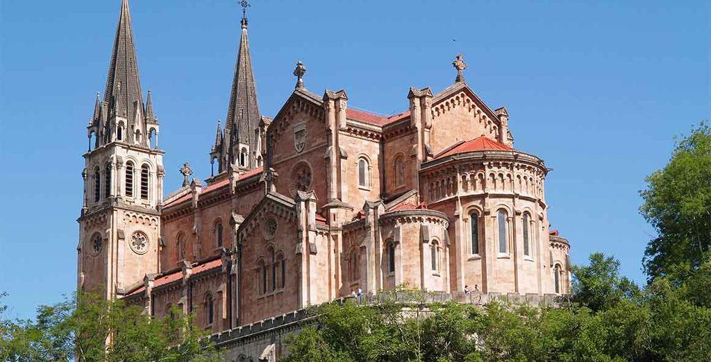 Visite la Basílica de Covadonga un templo religioso de culto