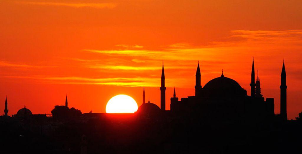 Relájese con el precioso atardecer en Estambul