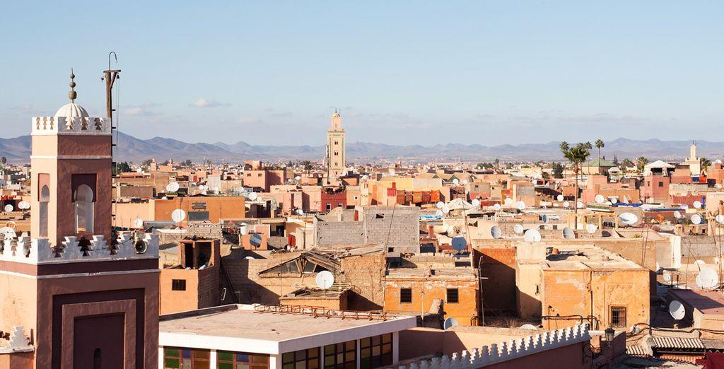 Sus zocos, mezquitas y catedrales la convierten en una ciudad mágica