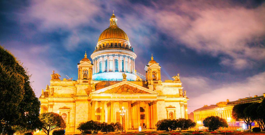 Visite la Catedral de San Isaac es la más suntuosa y grandiosa de las iglesias de San Petersburgo