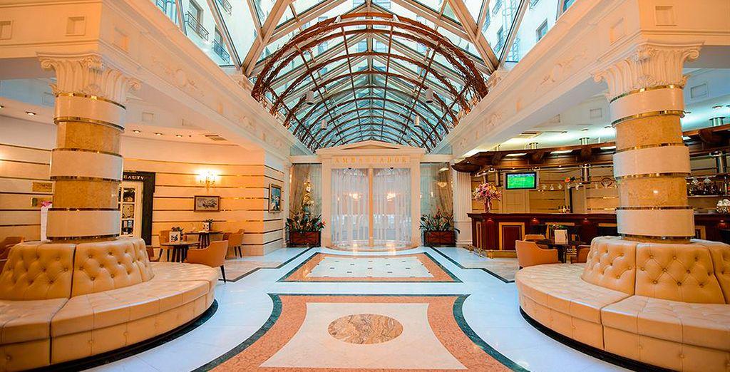 Tendrá la posibilidad de alojarse en Hotel Ambassador 4*...