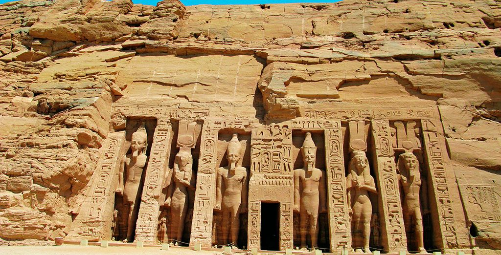 O al templo de su esposa, Nefertari