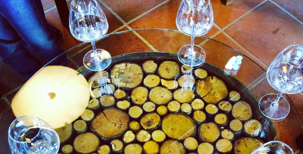 Disfrute de una cata de vino en una bodega cercana al hotel