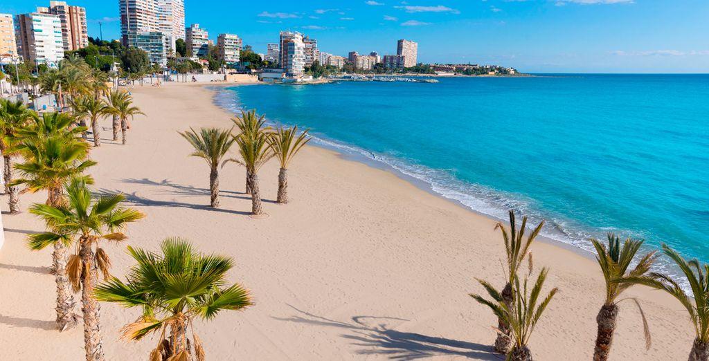 Playas de arena blanca en la capital alicantina