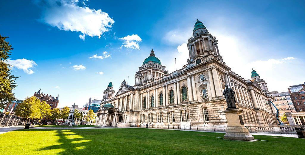 El majestuoso edificio del ayuntamiento de Belfast
