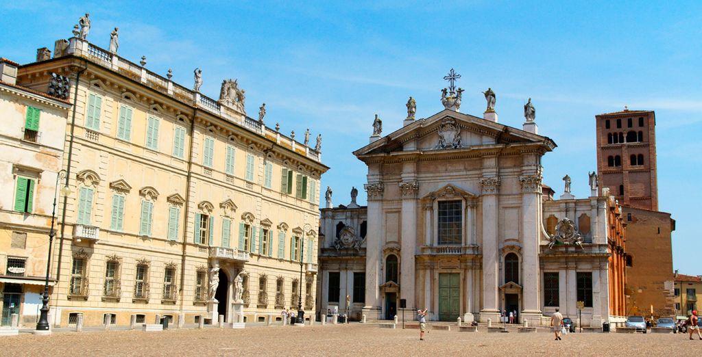 Descubra la arquitectura de sus palacios y el trazado medieval de su centro histórico