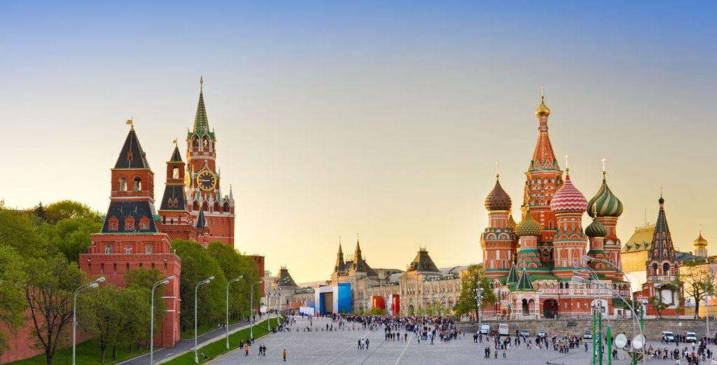 Allí conocerá la famosa Plaza Roja, la más bella y grande de la capital