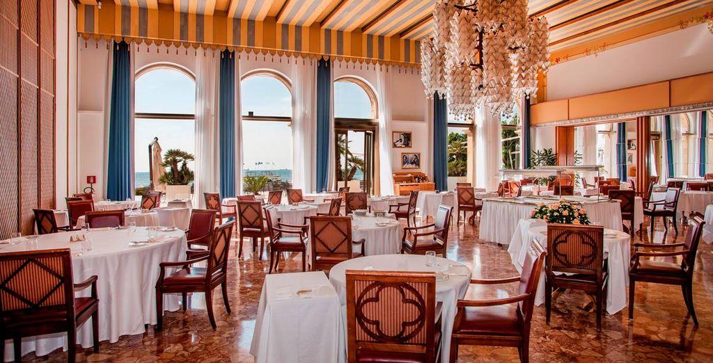 Come en el magnífico Restaurante Tropicana