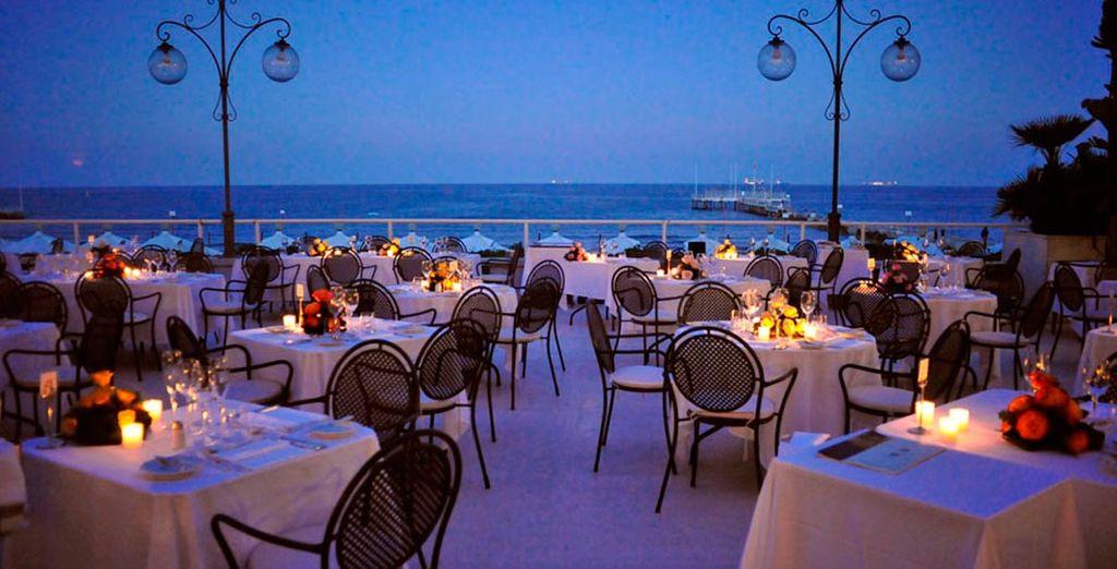 Toma una copa en la terraza con los suyos y disfrute de un 30% de descuento