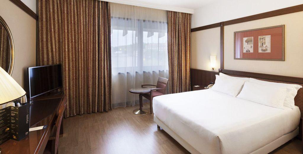 Descansa en una cómoda y confortable habitación