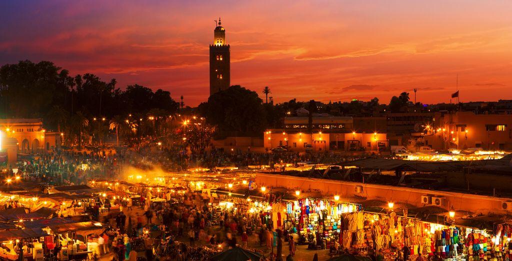 La plaza de Jamaa el Fna es el foco de la vida en la ciudad