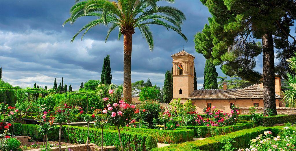 Pasea por los jardines de Alhambra...