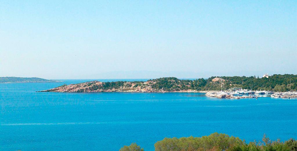 Situado en la costa de Atenas