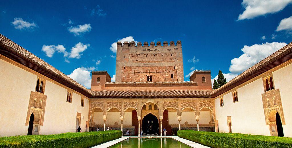 La Alhambra es uno de los complejos históricos más sorprendentes