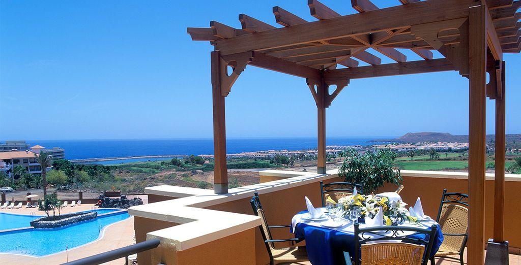 Bienvenido a Grand Muthu Golf Plaza 4*, a sólo 500 metros del puerto de San Miguel de Abona
