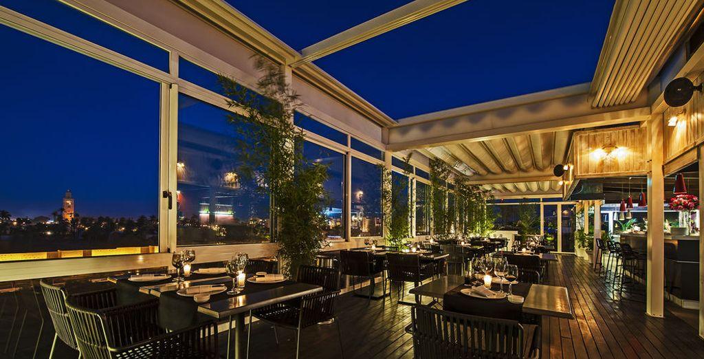 Disfruta de una cena en la terraza