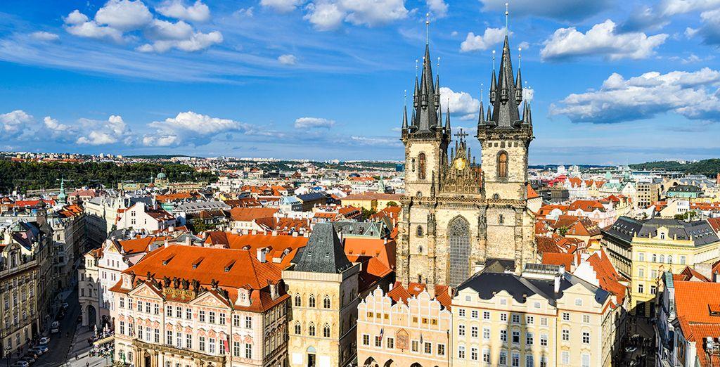 Conocerás la Plaza de la República con una de las torres más antiguas de Praga