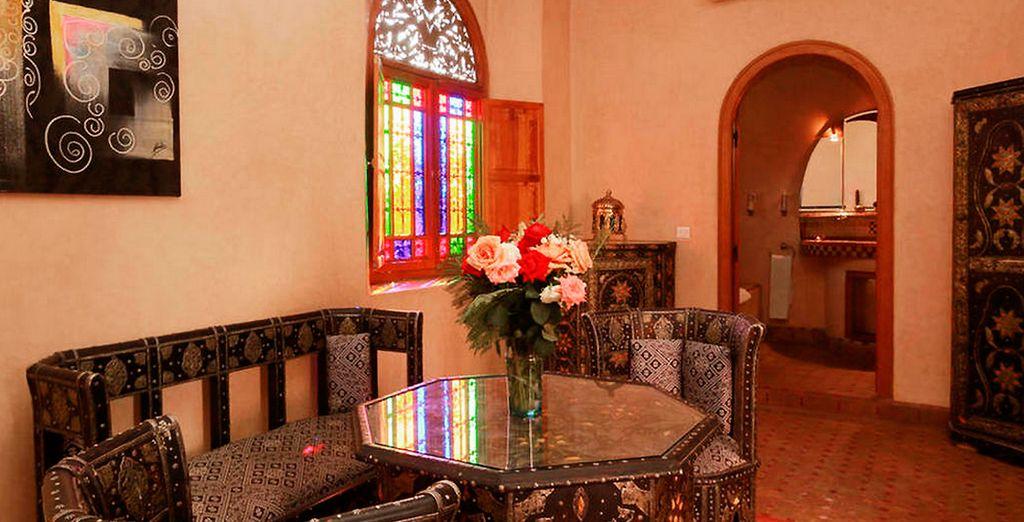 Te alojarás en una Suite con muebles originales bereberes