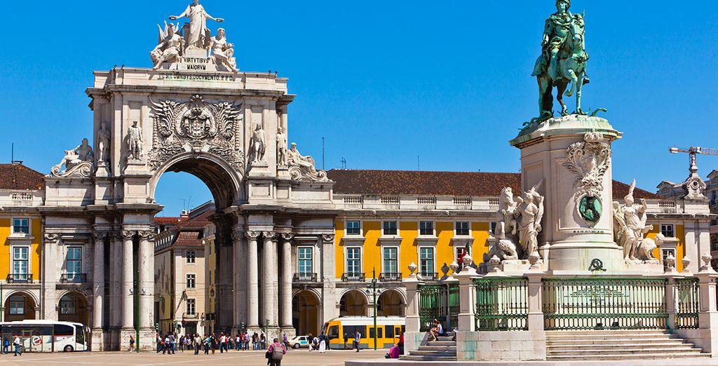 No olvides visitar la Plaza del Comercio