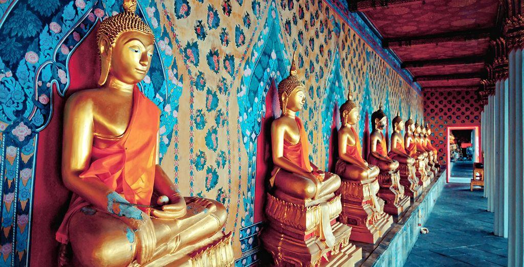 Visita las estatuas de oro de Buda en el templo de Wat Arun