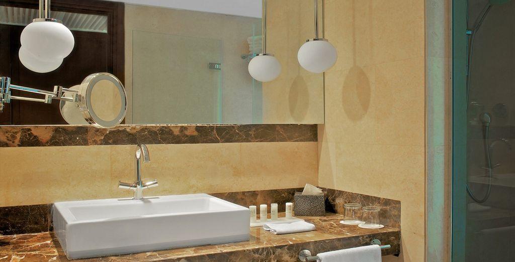 Y cuarto de baño totalmente equipado